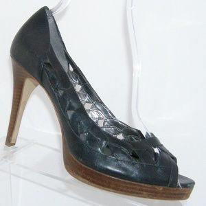 Guess by Marciano Realize black leather heels 8M
